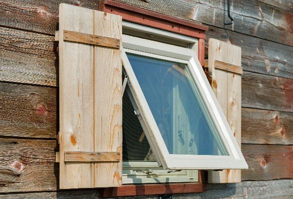using reclaimed windows on a tiny house